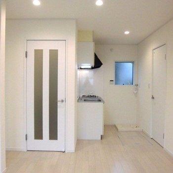 白を基調とした清潔感のあるお部屋※写真は前回募集時のものです。