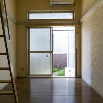 この天井の高さ!ロフト部屋ならではです。※写真は通電前のものです