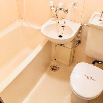 お風呂は3点ユニット。掃除は楽ですよね。