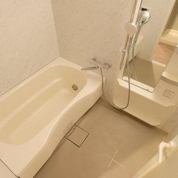 お風呂はゆったりサイズですよ
