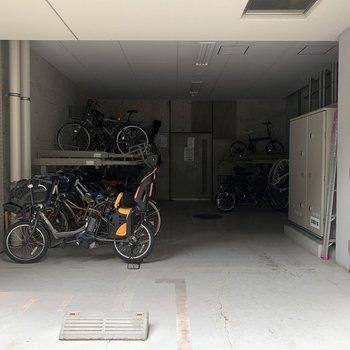 駐輪スペースは 屋内に!