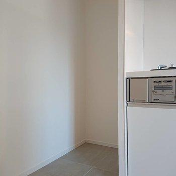 左に冷蔵庫置場