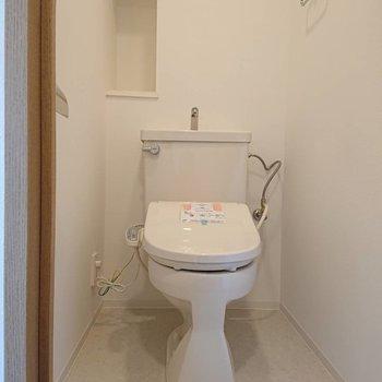 トイレにも収納棚が◎