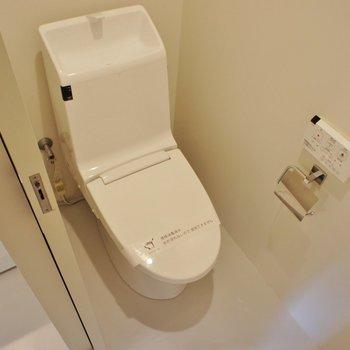 トイレは個室じゃなきゃね!※写真は2階同間取り別部屋のものです