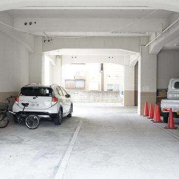 共用部】一階駐車場はこちら
