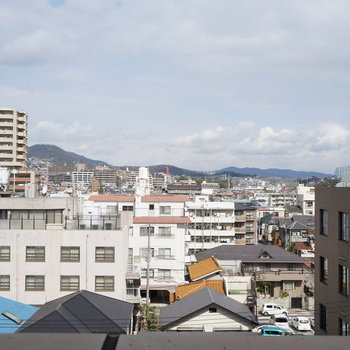 北側】六甲の山脈が窓から見えます!