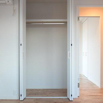 クローゼットは各洋室に新設してます