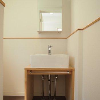 【洗面所】キッチン奥には洗面台スペース!