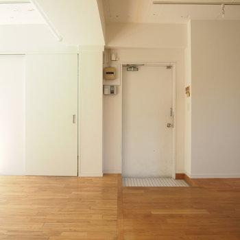 玄関横に水回りスペース。