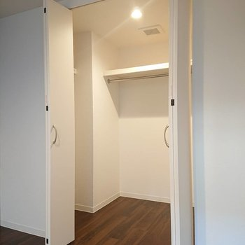 収納大きめサイズです※写真は1階の反転間取り別部屋のものです