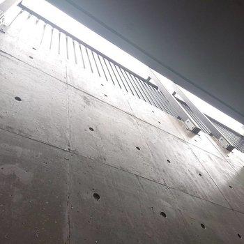 上からの光はこのように入ってきます