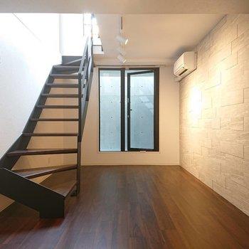 大人な雰囲気出していきたい。※写真は1階の反転間取り別部屋のものです