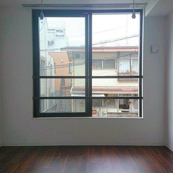 ベランダはありませんが窓は大きめです※写真は2階の同間取り別部屋のものです