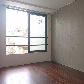 ベランダはありませんが窓は大きめ※写真は2階の同間取り別部屋のものです