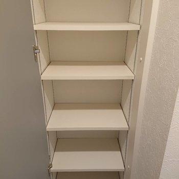 シューズボックス、1人ならちょうどかな※写真は2階の同間取り別部屋のものです