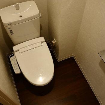 脱衣所からトイレに。