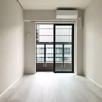 【ベッドルーム】家具は小さめなものが良いかな※写真は20階の同間取り別部屋のものです