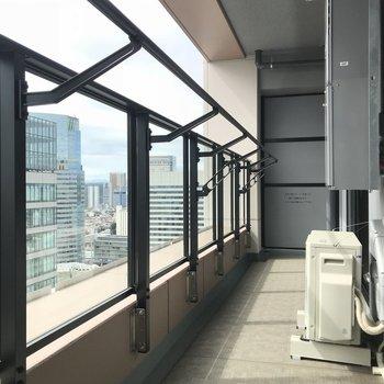 ベルコニーへ※写真は20階の同間取り別部屋のものです