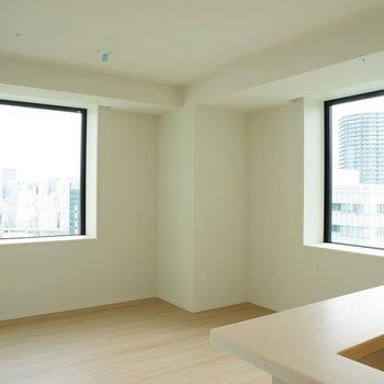 【LD】二面採光。都市を映し出す2つの窓※写真は18階の反転間取り別部屋のものです