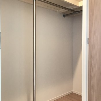 ウォークインクローゼット※写真は18階の反転間取り別部屋のものです