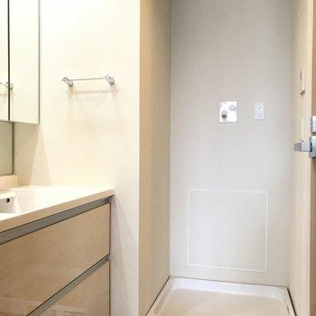 室内洗濯機置き場※写真は18階の反転間取り別部屋のものです
