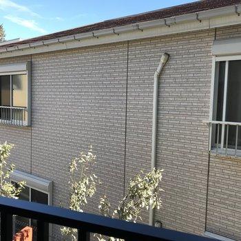 眺望は隣の建物。