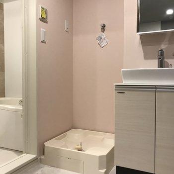 洗濯機はやっぱりここが楽。※写真は2階の同間取り別部屋、モデルルームのものです