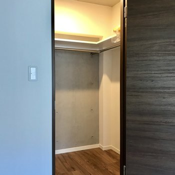 広々ウォークイン!※写真は2階の同間取り別部屋、モデルルームのものです