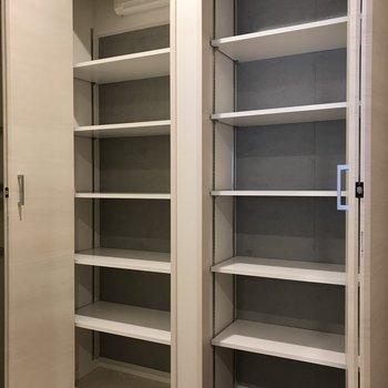大容量シューズボックス!※写真は2階の同間取り別部屋、モデルルームのものです