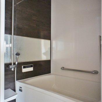 お風呂には追い焚きに浴室乾燥機付き◎※写真は前回募集時のものです。