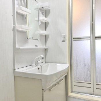 きれいな洗面台がうれしいですね◯(※写真は清掃前のものです)