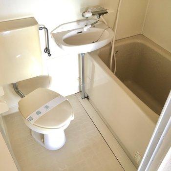 お風呂は3点ユニット。ちょっぴりコンパクトかな。