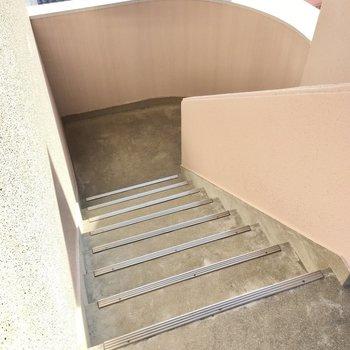 5階までは階段です。頑張りましょう!