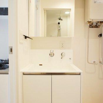 洗面台もいい感じ! ※写真は3階の同間取り別部屋のものです。