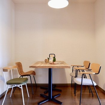 【DK】ダイニングテーブルを置けるくらいのスペースはありますよ。※家具・雑貨はサンプルです
