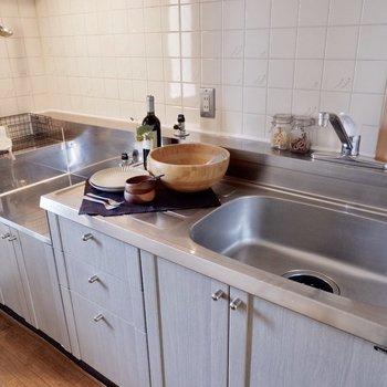調理もしっかりできそう。※家具・雑貨はサンプルです