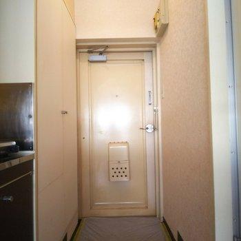レトロな扉が可愛いですね。