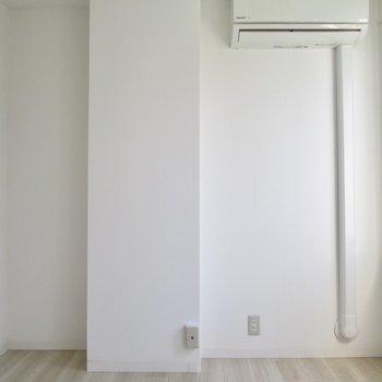 【洋室】白い空間は綺麗で落ち着きます。