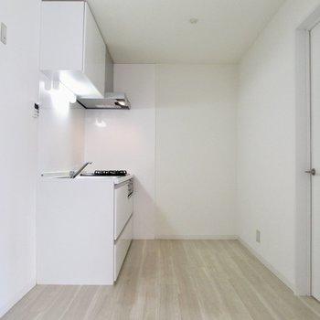 【LDK】キッチン周りも広く。