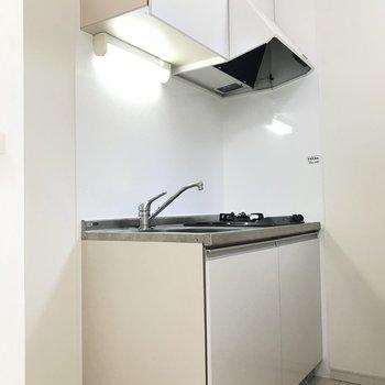 キッチンはこんな感じ。(※写真は1階の反転間取り別部屋のものです)