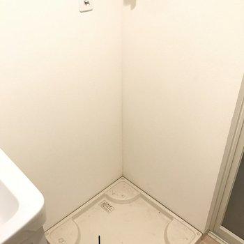 室内洗濯機置き場もしっかりと◎(※写真は1階の反転間取り別部屋のものです)