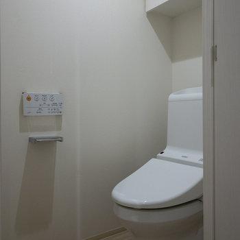 左にはトイレがあります