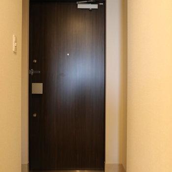 玄関は少しコンパクトに。◎※写真は9階の同間取り別部屋のものです
