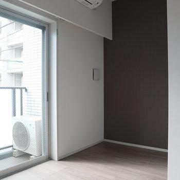 ベッドはここですね※写真は2階の同間取り別部屋のものです