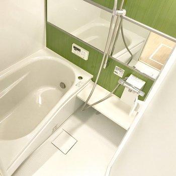 モスグリーンのお風呂ステキ。