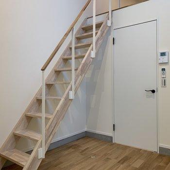 階段も温かみがあっていいですね◎※写真は前回募集時のものです