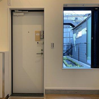 窓のおかげで開放感がありますね※写真は前回募集時のものです