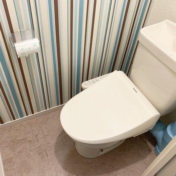 トイレは棚とウォシュレット付きです○(※写真は清掃前のものです)