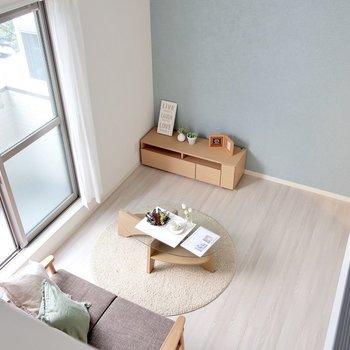 ロフトから眺めるの定番だよね◎※写真は反転間取り別部屋、モデルルームのものです。