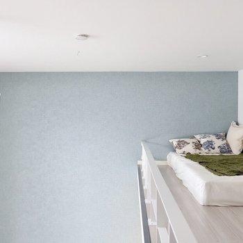 このブルー、いい色だなぁ♪※写真は反転間取り別部屋、モデルルームのものです。